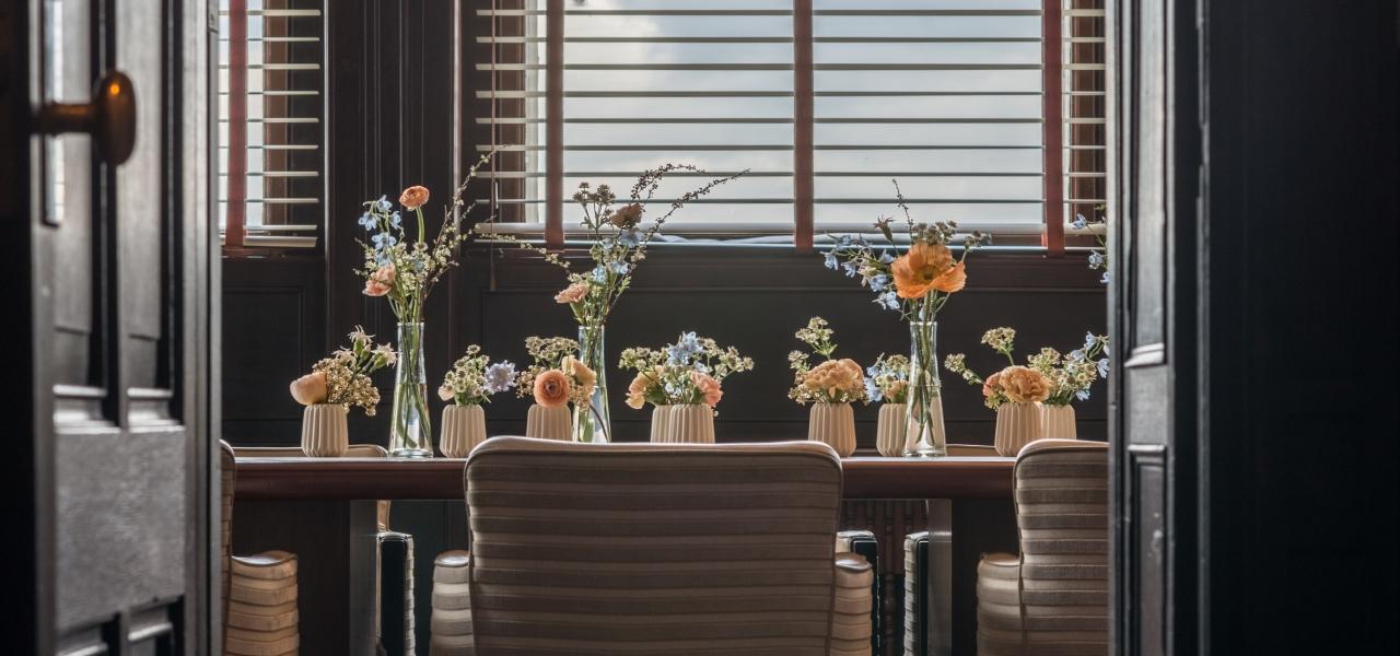 Bijeenkomst in directievertrek plate in hotel new york rotterdam - Sfeer new york ...