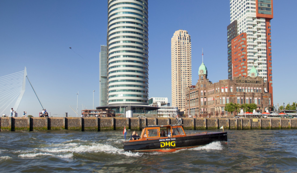 watertaxi-hotel-new-york-hotels-rotterdam